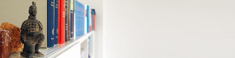 Gesundheitsrecht Arzneimittelrecht Heilmittelwerberecht Lebensmittelrecht Medizinprodukterecht Pharmarecht Kosmetikrecht Apothekenrecht, Arztrecht, Zahnarztrecht, Arzthaftungsrecht, Krankenhausrecht, Sportrecht, Patientenrecht